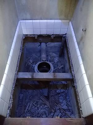 便器・便座・床・壁・給水管・止水栓 東京都多摩