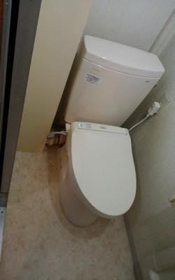 便器・タンク・便座・床・壁・給水管・止水栓・排水管 東京都多摩:施工後写真