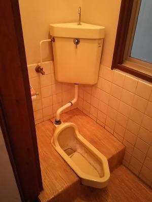 便器・タンク・便座・床・壁・給水管・止水栓・排水管・アクセサリー(手すり・ペーパーホルダーなど) 東京都足立