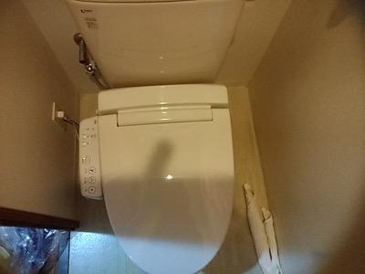 東京都練馬区のマンションのトイレで便座が故障し水漏れ発生! シャワートイレに交換対応:施工後写真